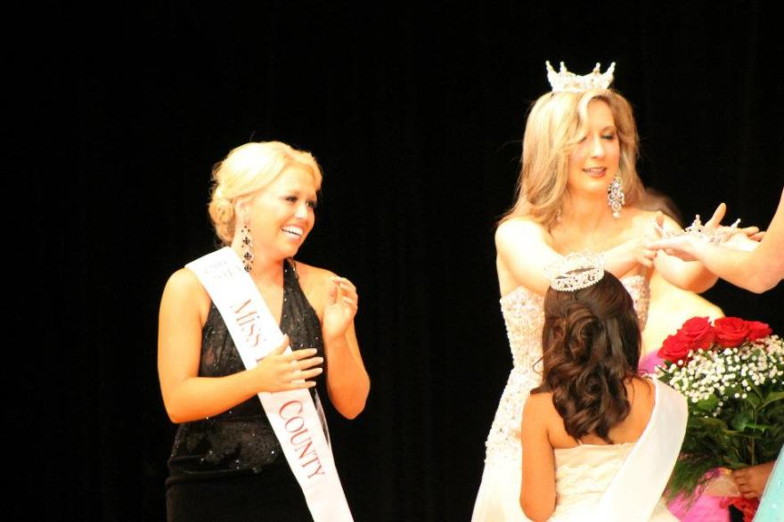 Miss Bay County 2013 being crowned